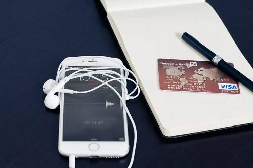 银行卡明明就在自己身上,手机却收到消费的短信。